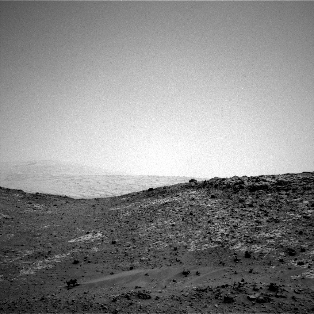 Curiosity catches a glimpse of Mt. Sharp from the sol 950 end-of-drive location