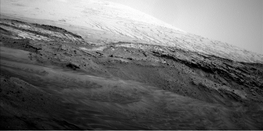Navcam view toward Mount Sharp from the sol 958 end-of-drive location