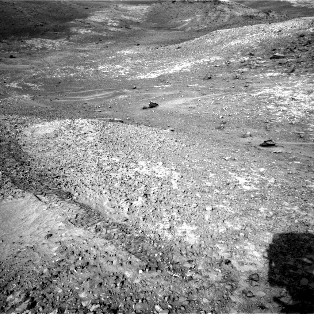 NASA's Mars rover Curiosity acquired this image using its Left Navigation Camera (Navcams) on Sol 1039