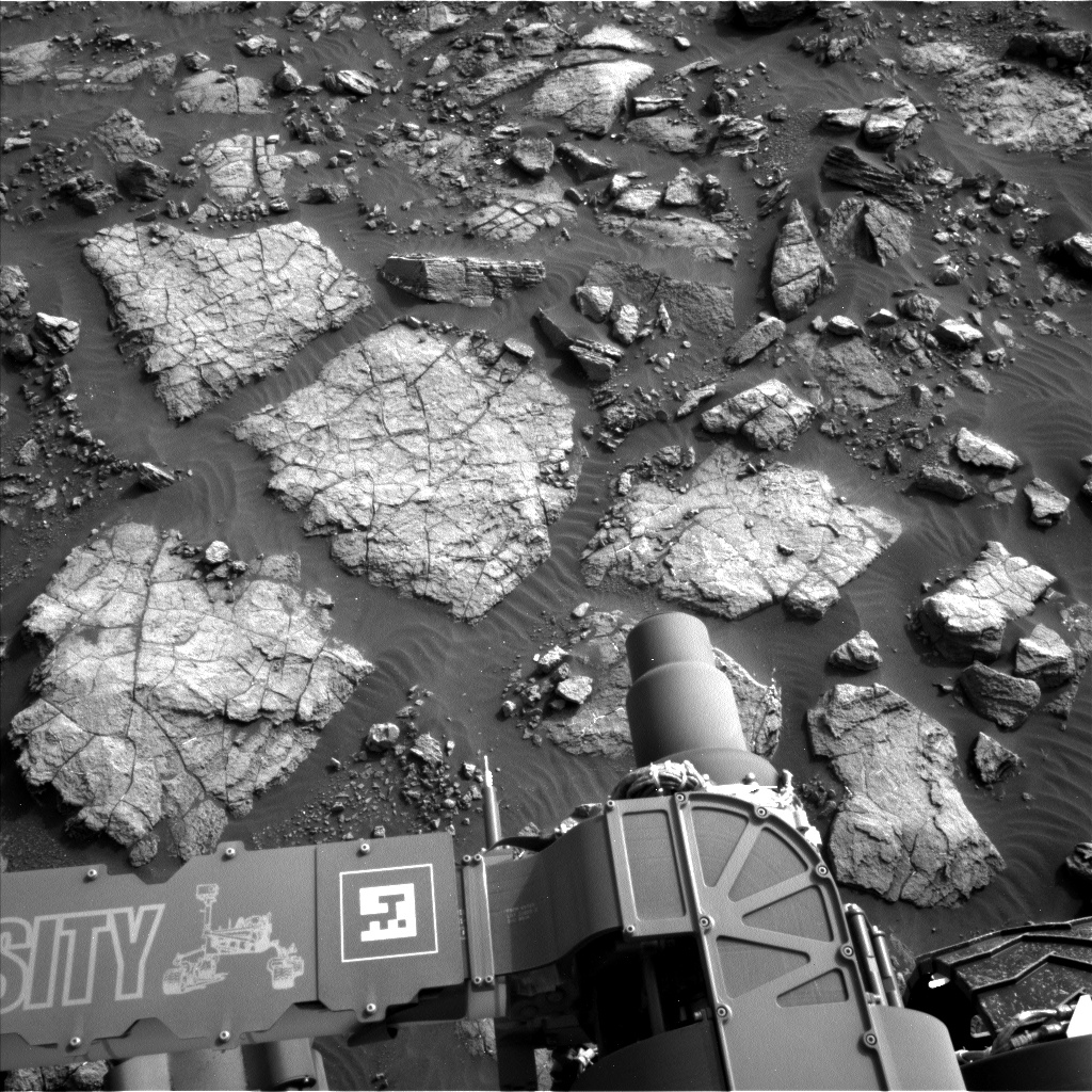 Nasa's Mars rover Curiosity acquired this image using its Left Navigation Camera on Sol 1475, at drive 912, site number 58