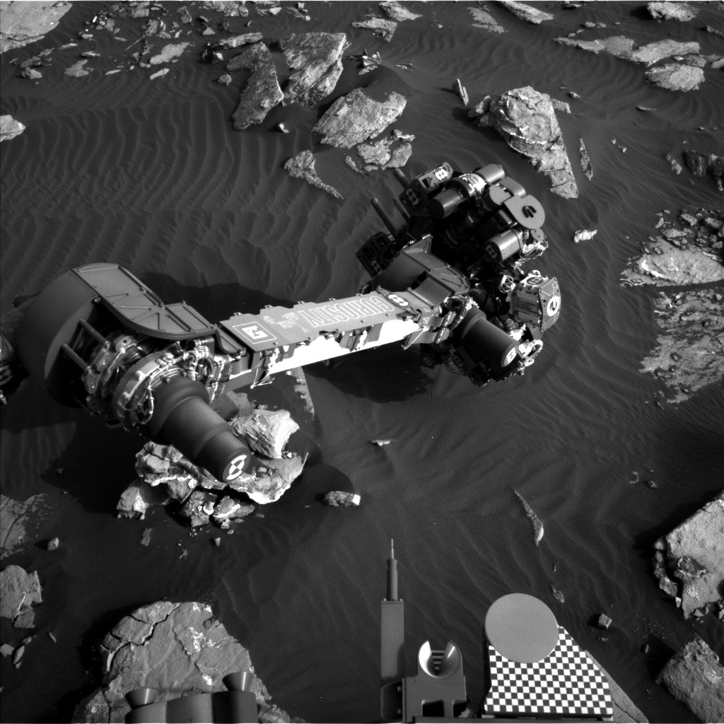 Sol 1518 Navcam image of the arm extended to analyze dark sand