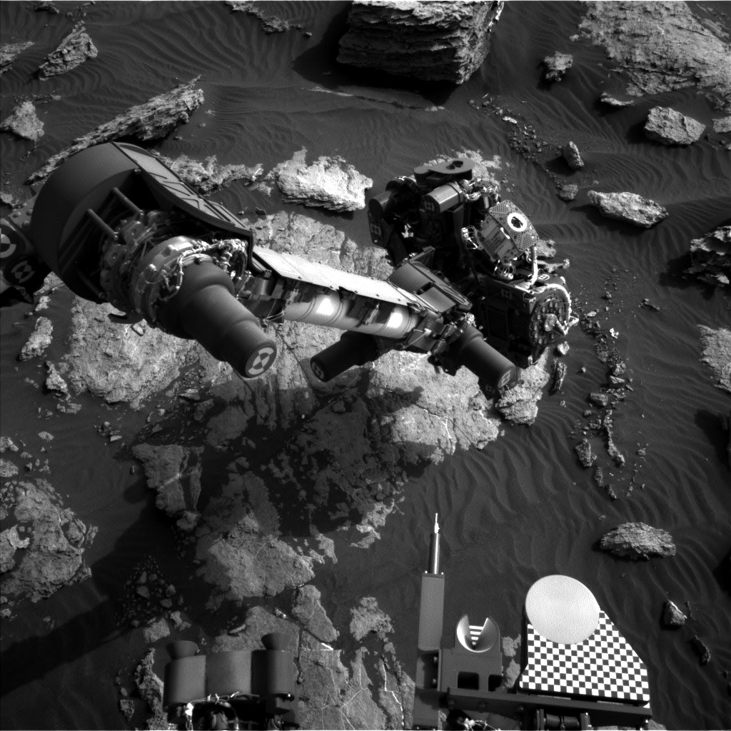 Nasa's Mars rover Curiosity acquired this image using its Left Navigation Camera on Sol 1586, at drive 1752, site number 60