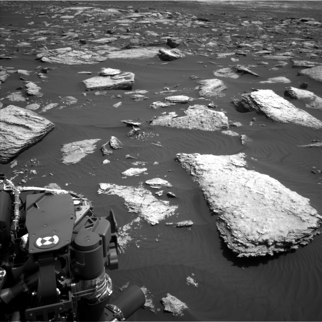Nasa's Mars rover Curiosity acquired this image using its Left Navigation Camera on Sol 1587, at drive 2010, site number 60