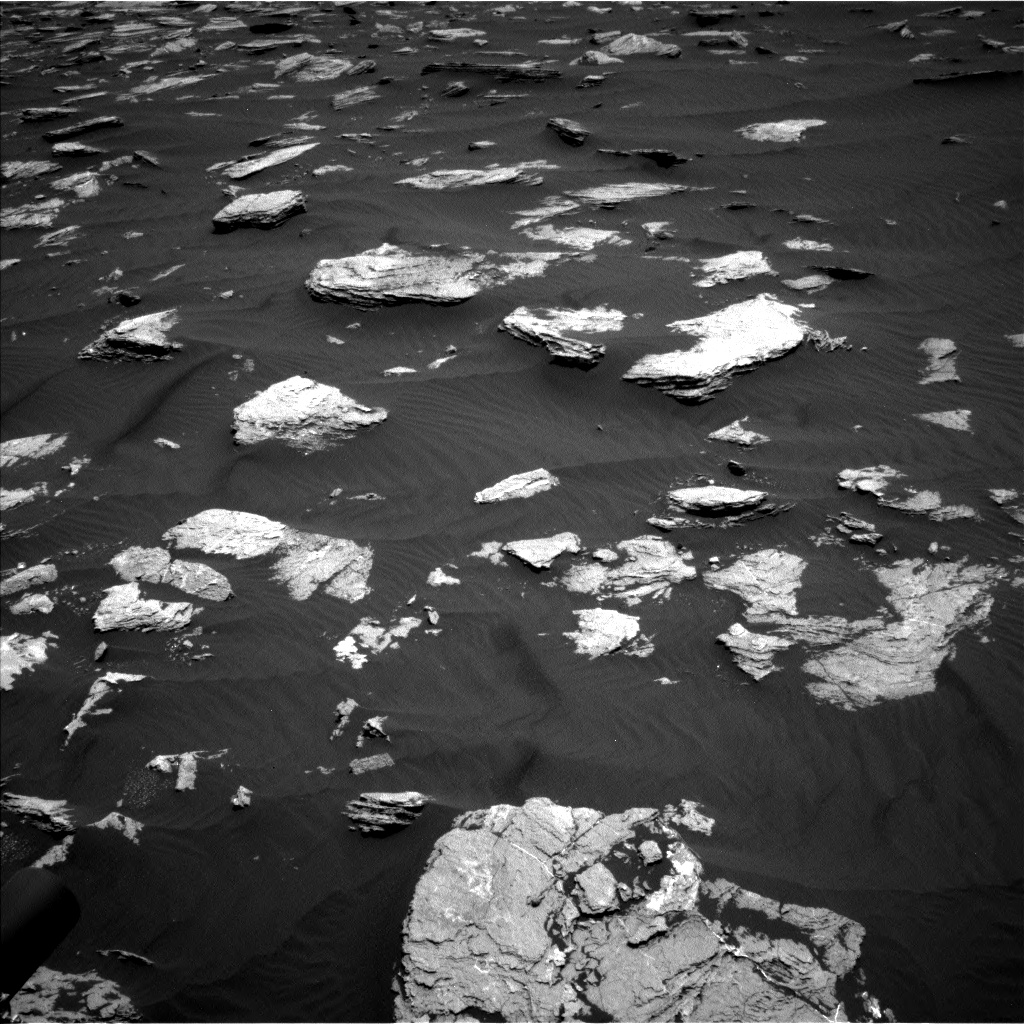Nasa's Mars rover Curiosity acquired this image using its Left Navigation Camera on Sol 1635, at drive 2100, site number 61