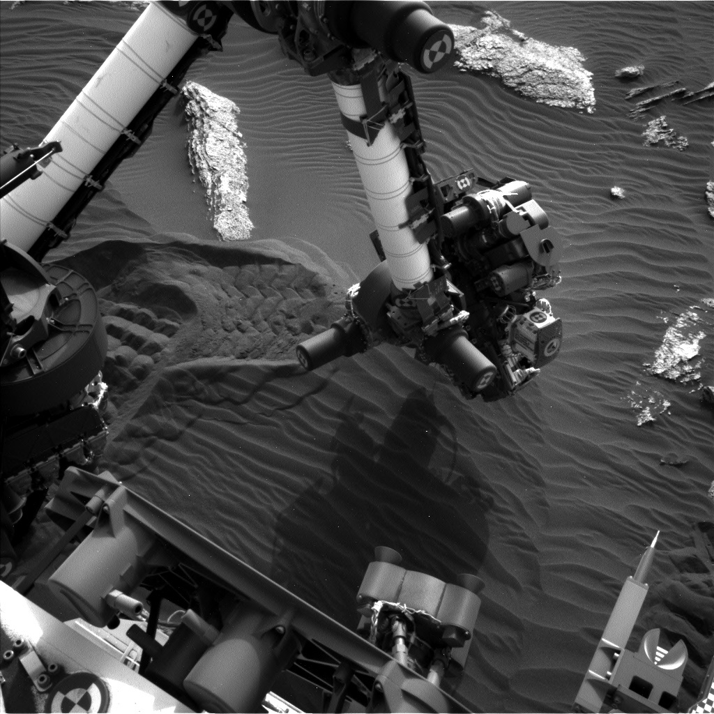 Curiosity's arm analyzing the sand at stop 3