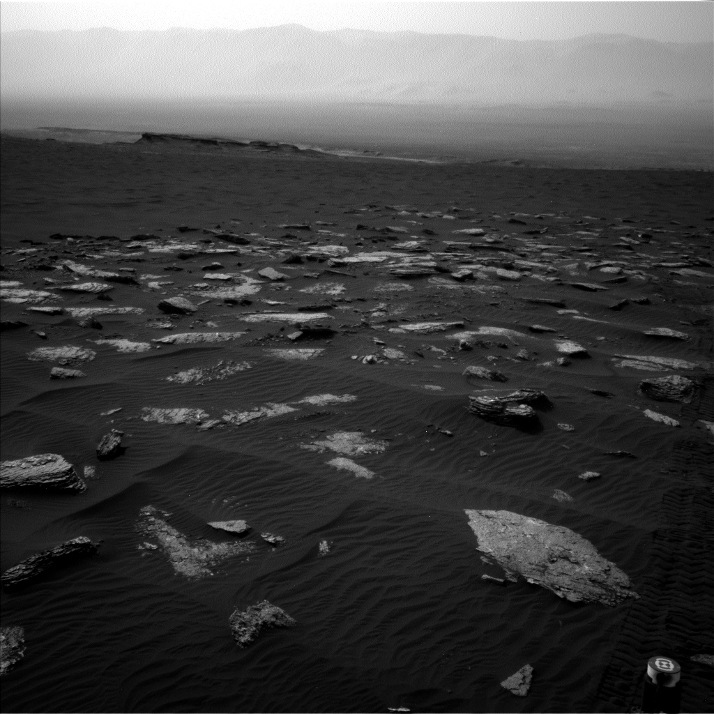 Nasa's Mars rover Curiosity acquired this image using its Left Navigation Camera on Sol 1639, at drive 2472, site number 61