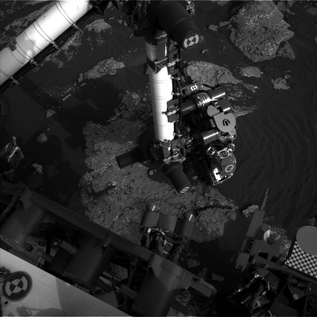 Nasa's Mars rover Curiosity acquired this image using its Left Navigation Camera on Sol 1640, at drive 2472, site number 61