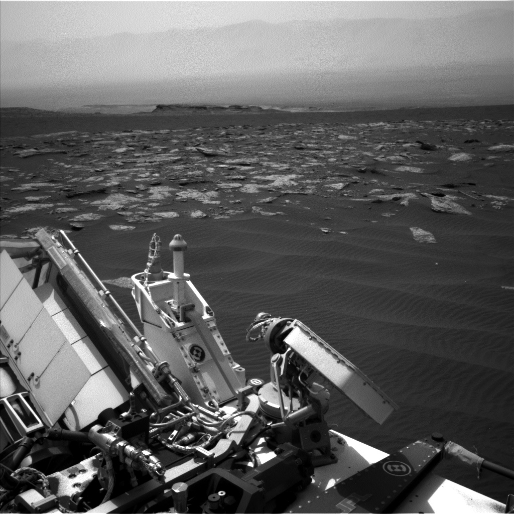 Nasa's Mars rover Curiosity acquired this image using its Left Navigation Camera on Sol 1643, at drive 3076, site number 61