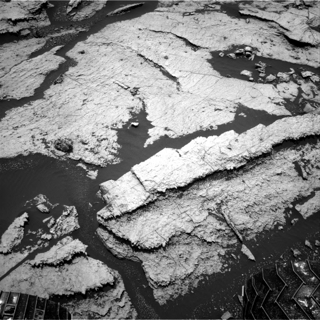 Nasa's Mars rover Curiosity acquired this image using its Right Navigation Camera on Sol 1673, at drive 1386, site number 62