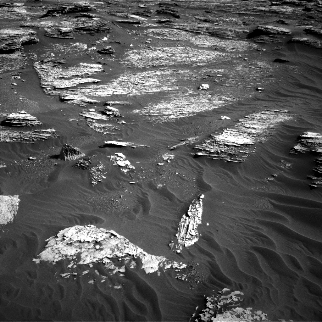 Nasa's Mars rover Curiosity acquired this image using its Left Navigation Camera on Sol 1800, at drive 2672, site number 65
