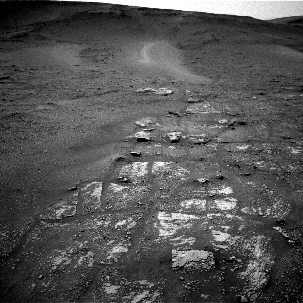 Sols 2359-2360: Hopping from outcrop to outcrop