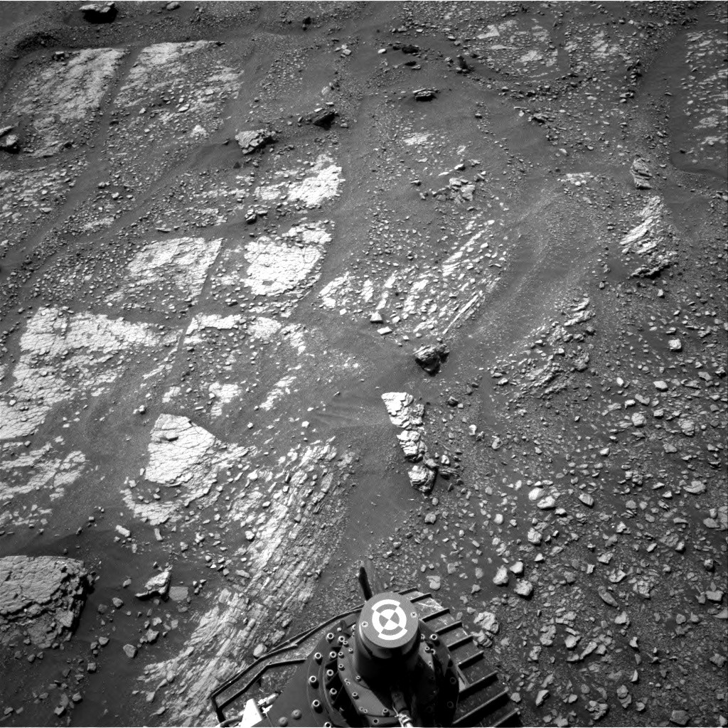 Sols 2422-2423: Familiar rocks at our feet