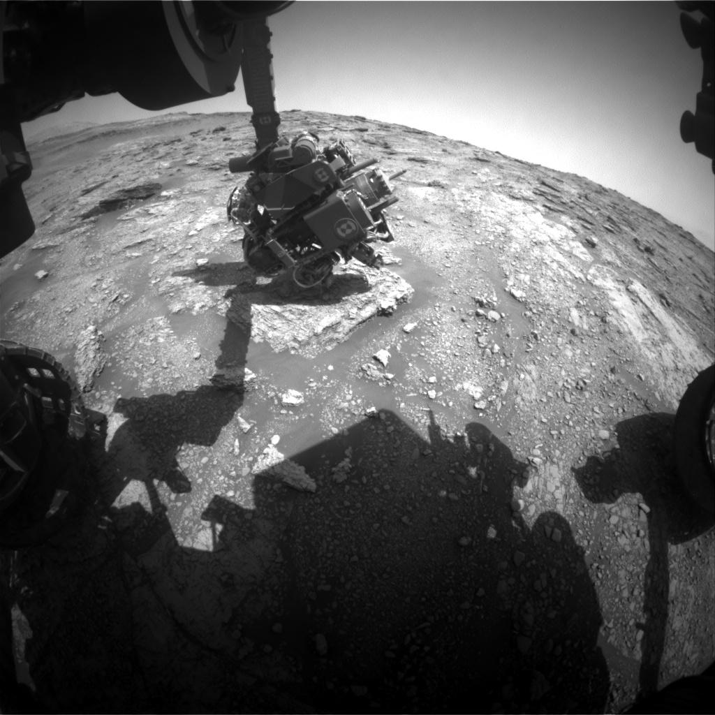 Sol 2455-2456: Investigating laminated rocks.