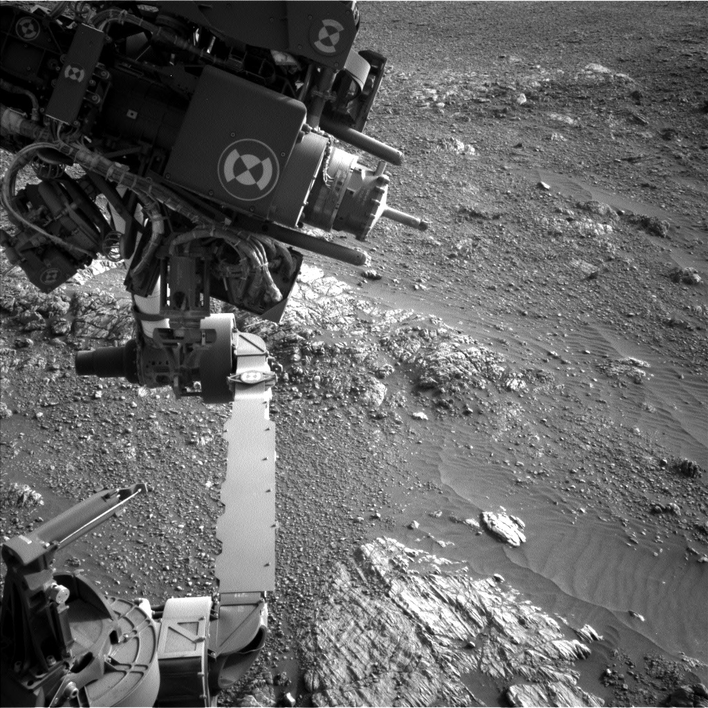 Nasa's Mars rover Curiosity acquired this image using its Left Navigation Camera on Sol 2471, at drive 2194, site number 76