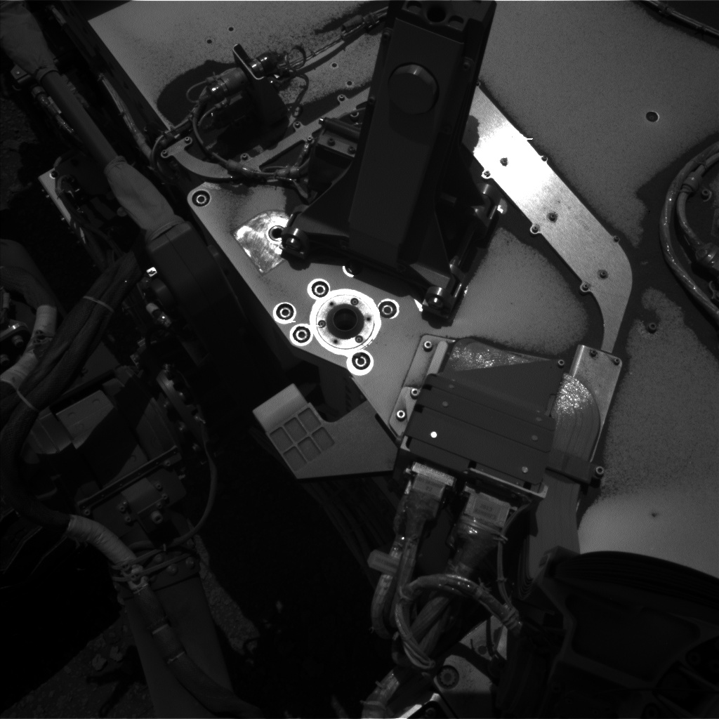 Nasa's Mars rover Curiosity acquired this image using its Left Navigation Camera on Sol 2560, at drive 292, site number 77