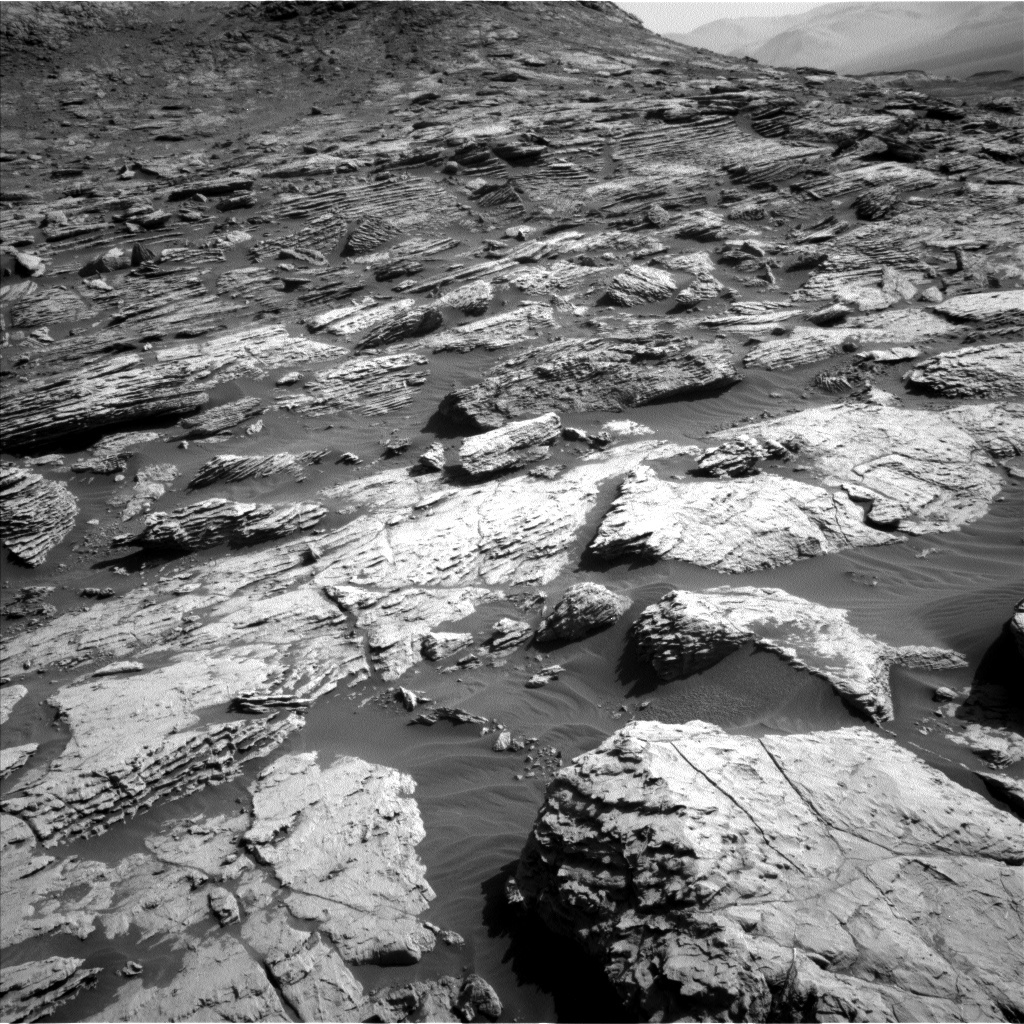 Read article: Sol 2572-2573: Central Butte Rocks