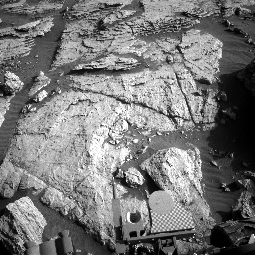 Nasa's Mars rover Curiosity acquired this image using its Left Navigation Camera on Sol 2570, at drive 1006, site number 77