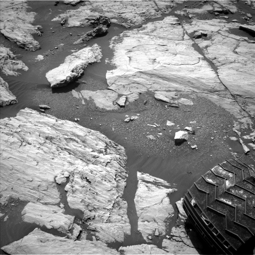 Nasa's Mars rover Curiosity acquired this image using its Left Navigation Camera on Sol 2577, at drive 1560, site number 77