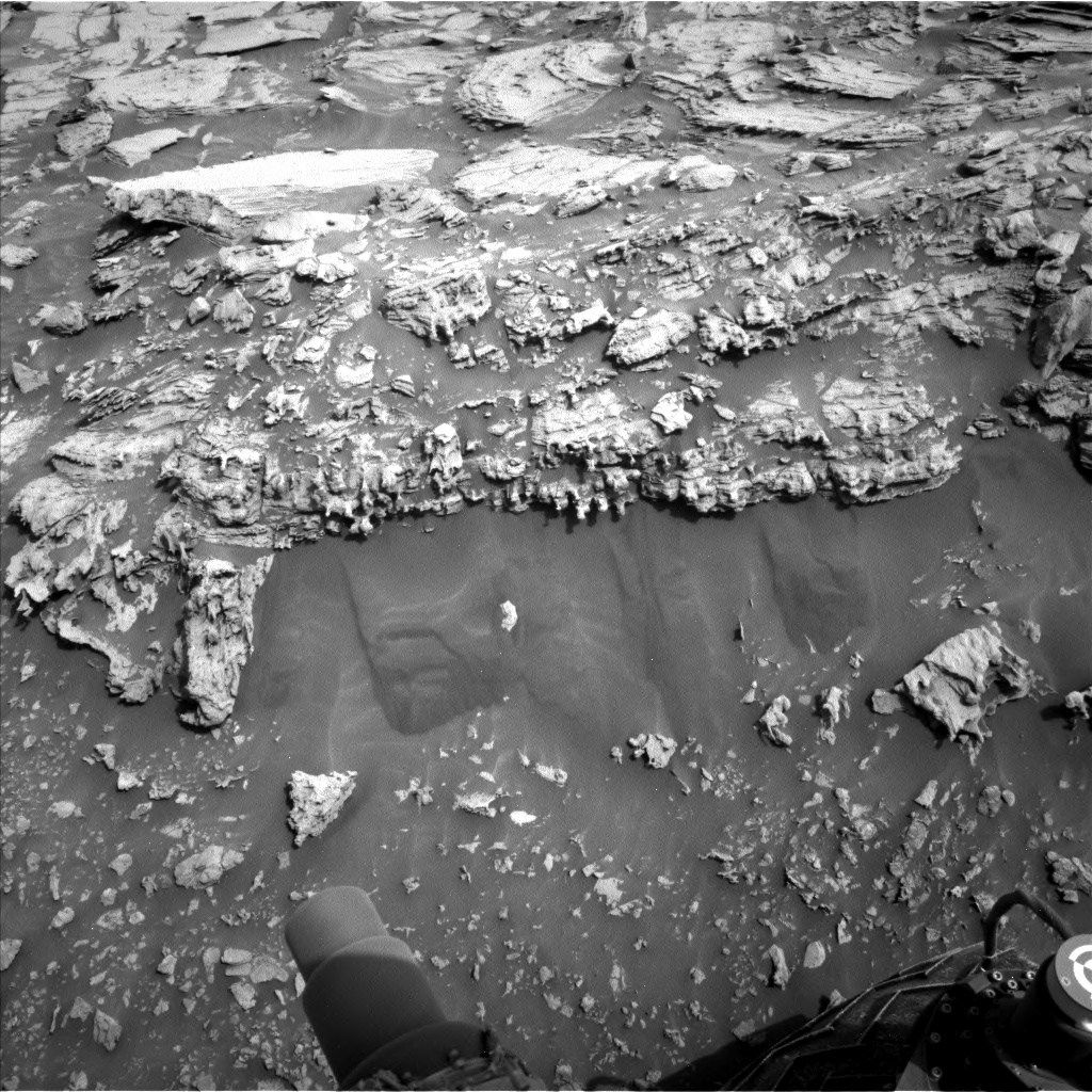 Nasa's Mars rover Curiosity acquired this image using its Left Navigation Camera on Sol 2692, at drive 252, site number 79