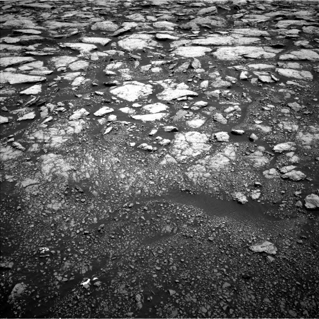 Nasa's Mars rover Curiosity acquired this image using its Left Navigation Camera on Sol 3013, at drive 1750, site number 85