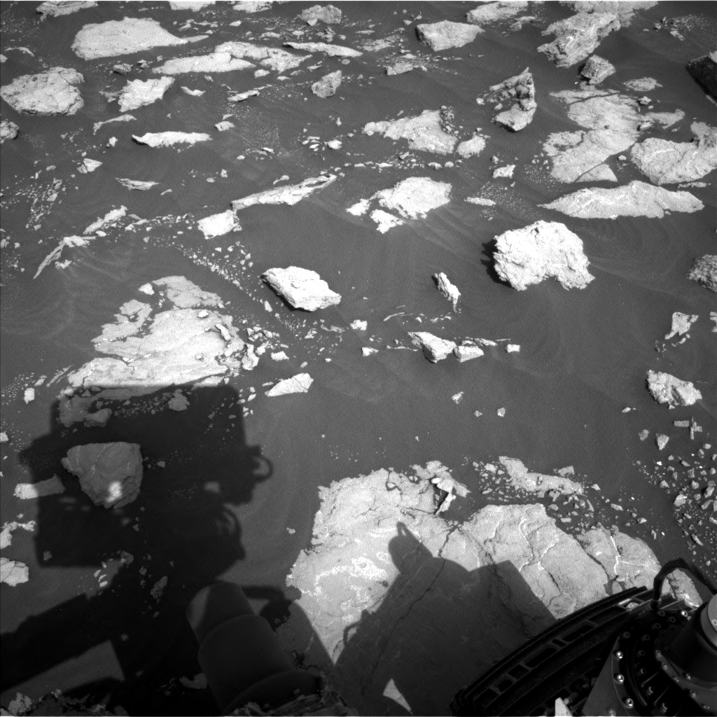 Nasa's Mars rover Curiosity acquired this image using its Left Navigation Camera on Sol 3025, at drive 480, site number 86