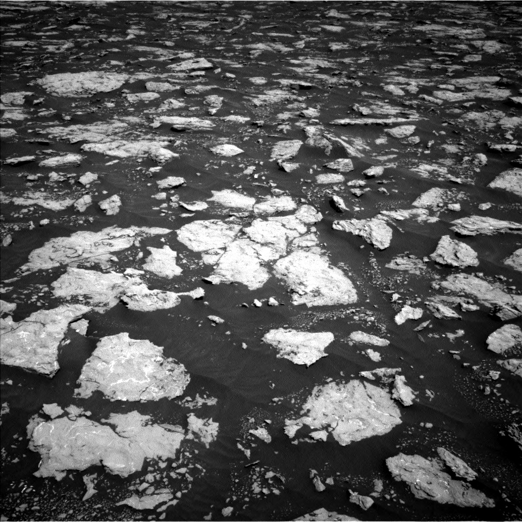 Nasa's Mars rover Curiosity acquired this image using its Left Navigation Camera on Sol 3026, at drive 582, site number 86