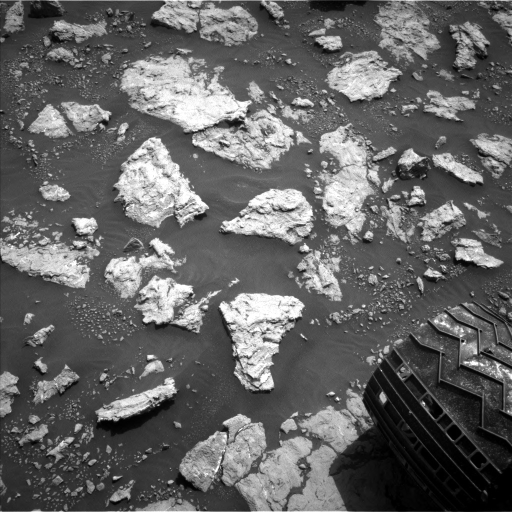Nasa's Mars rover Curiosity acquired this image using its Left Navigation Camera on Sol 3026, at drive 618, site number 86