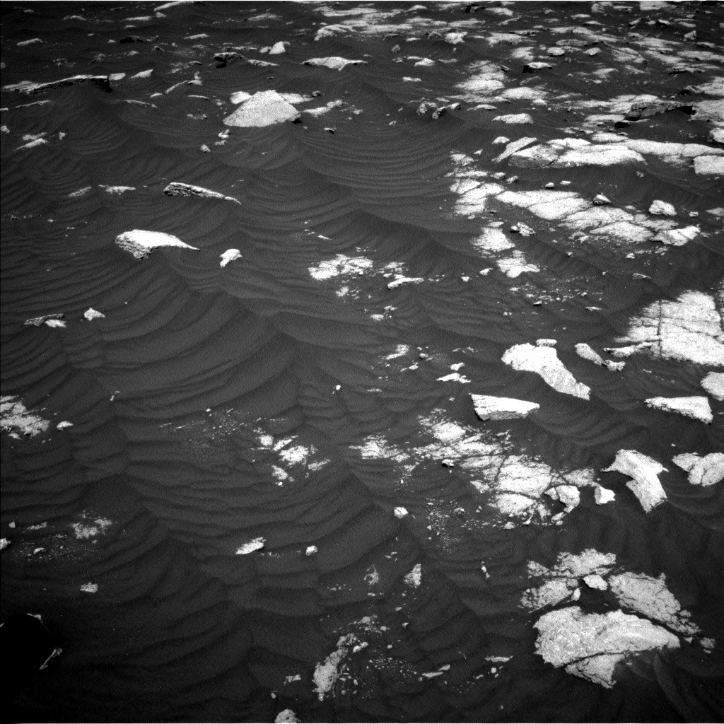 Nasa's Mars rover Curiosity acquired this image using its Left Navigation Camera on Sol 3032, at drive 1416, site number 86