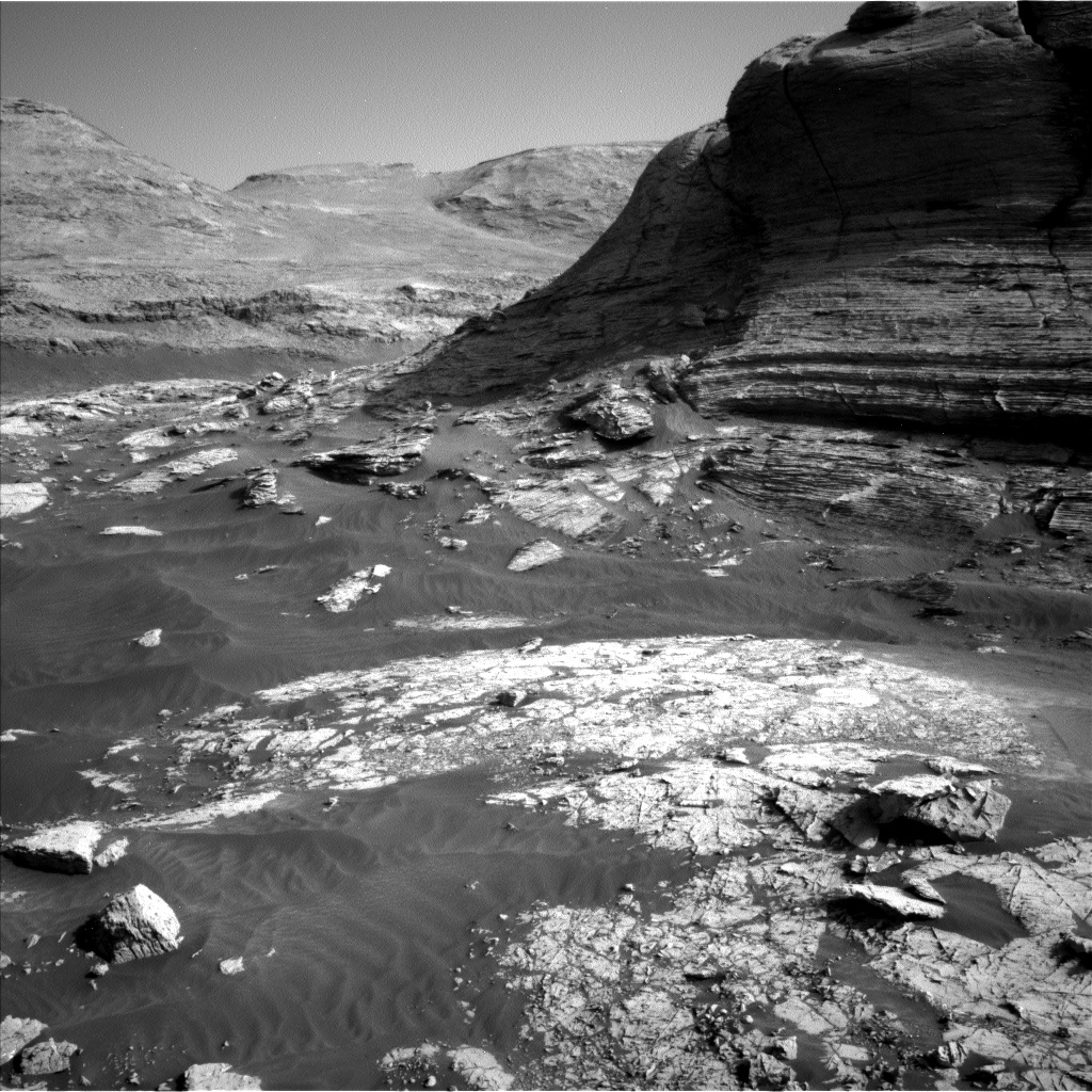 Nasa's Mars rover Curiosity acquired this image using its Left Navigation Camera on Sol 3049, at drive 696, site number 87