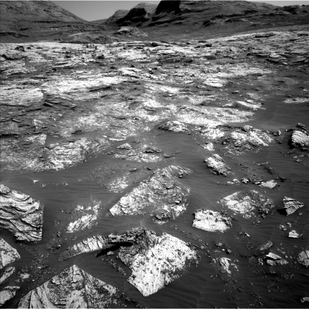 Nasa's Mars rover Curiosity acquired this image using its Left Navigation Camera on Sol 3081, at drive 1958, site number 87