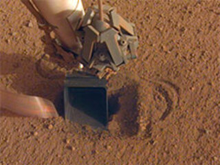 "InSight's self-hammering ""mole,"" which is in the soil beneath the scoop, had begun tapping the bottom of the scoop while hammering on June 20, 2020."