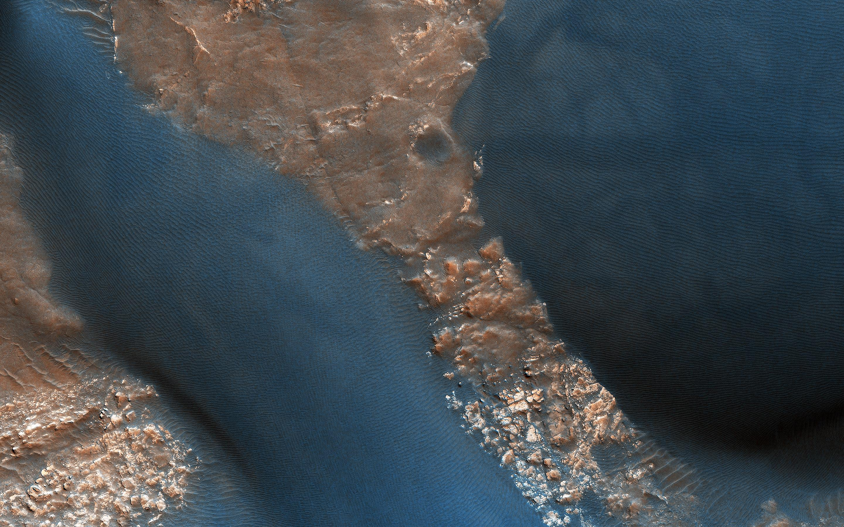 PIA22869: Active Dunes in Wirtz Crater