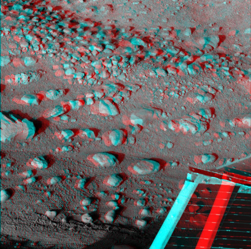 This anaglyph, acquired by NASA's Phoenix Lander's Surface Stereo Imager on Sol 33 shows a stereoscopic 3D view of the Martian surface near the lander