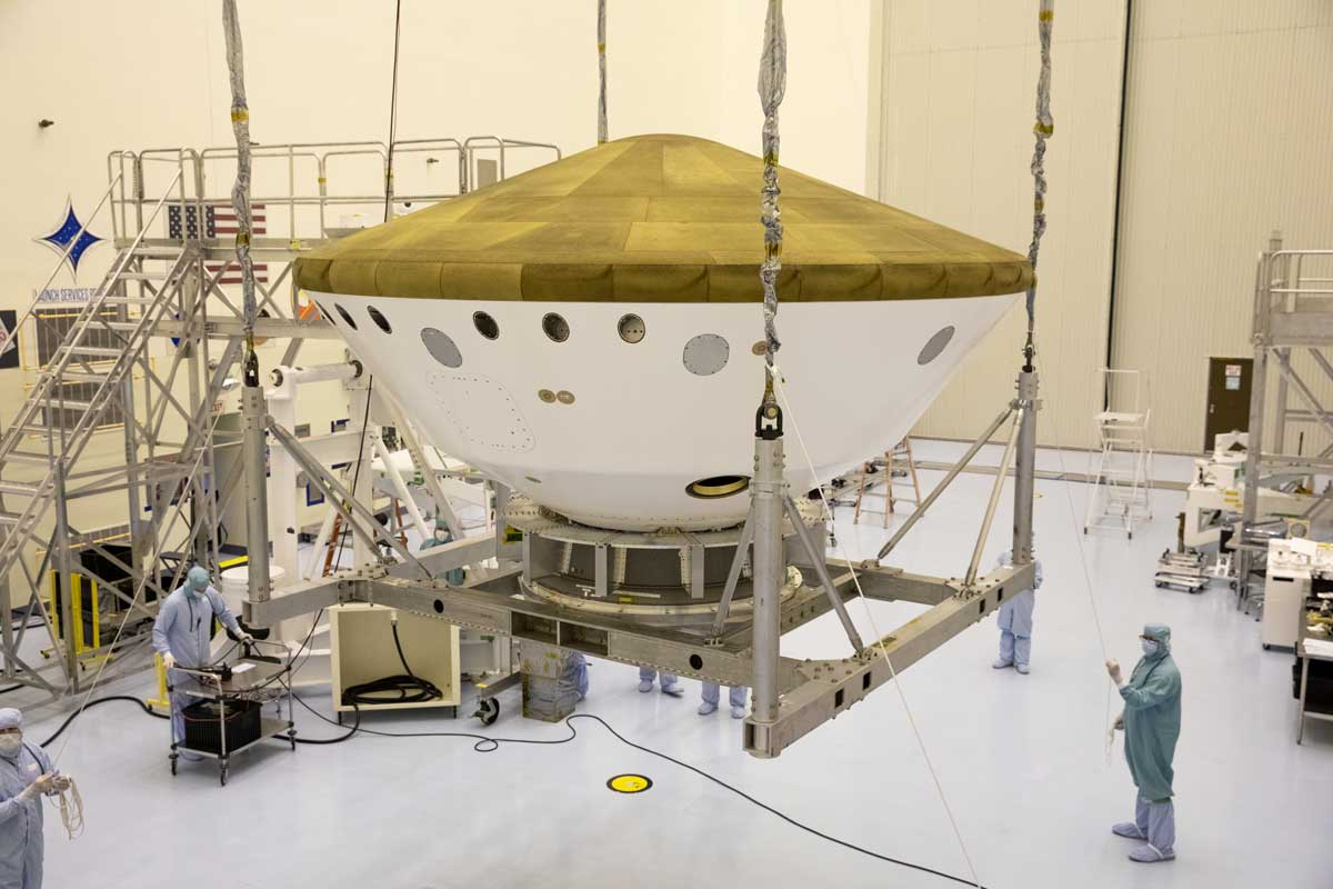 Mars 2020 Lift Activities in Payload Hazardous Serviceing Facility (PHSF) at the Kennedy Space Center.