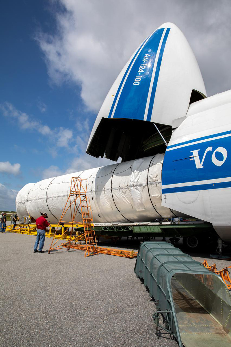 The Atlas V booster for Mars 2020 is lifted up in the Vertical Integration Facility in Florida