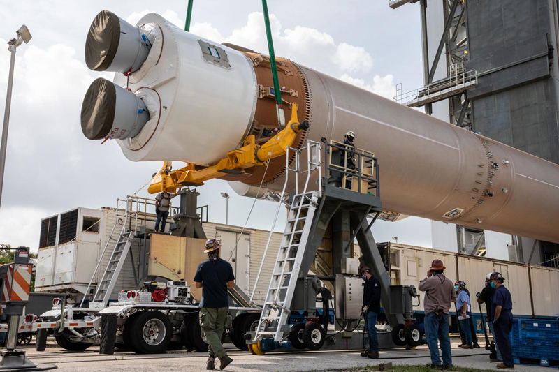 Atlas V booster for Mars 2020 is moved into the Vertical Integration Facility