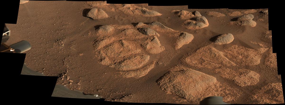 mars rocks viewed up close