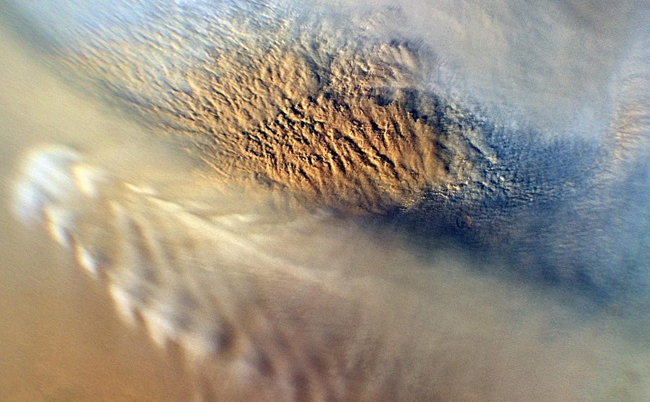 This close-up image of a dust storm on Mars was acquired by the Mars Color Imager instrument on NASA's Mars Reconnaissance Orbiter on Nov. 7, 2007.