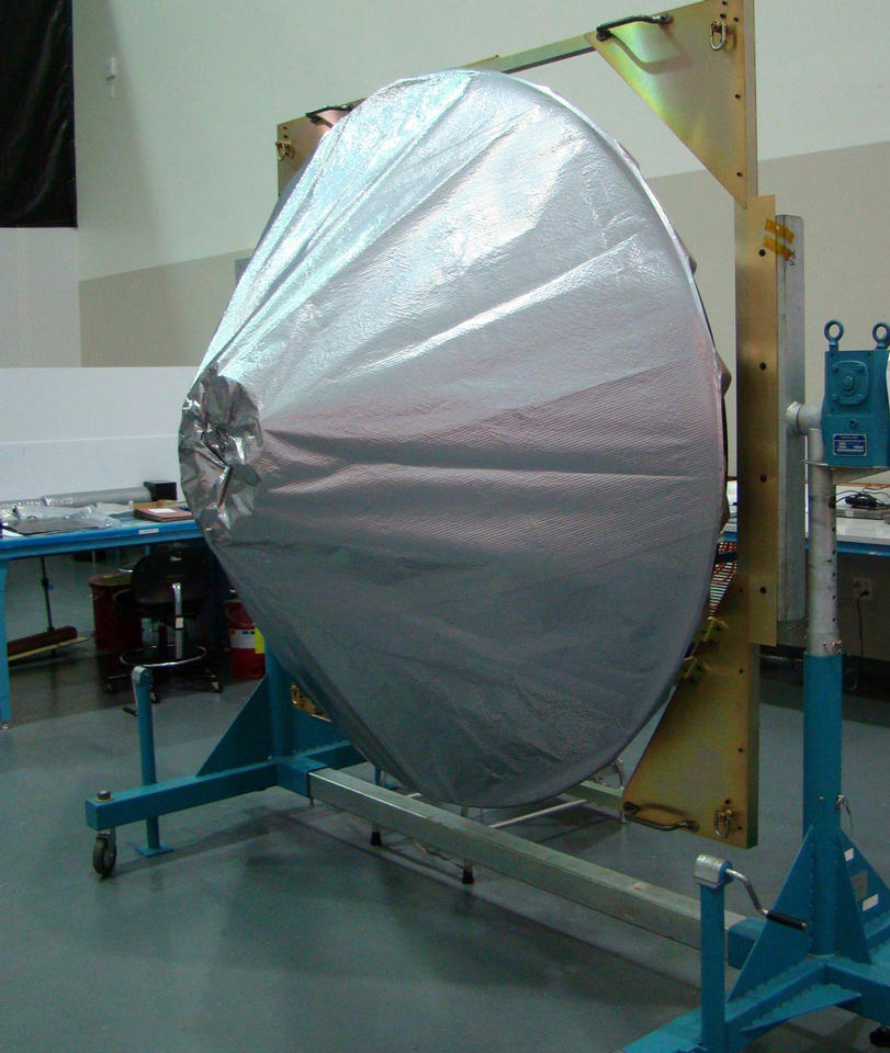For optimal performance, it's important for the high-gain antenna to maintain a consistent temperature while the spacecraft experiences large temperature swings from being exposed to the Sun or in the eclipse behind Mars.