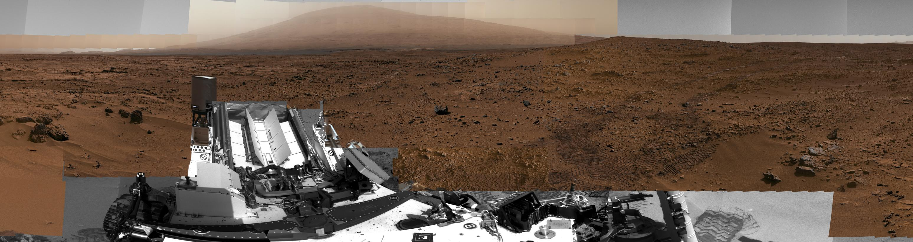 This full-circle view combined nearly 900 images taken by NASA's Curiosity Mars rover, generating a panorama with 1.3 billion pixels in the full-resolution version.