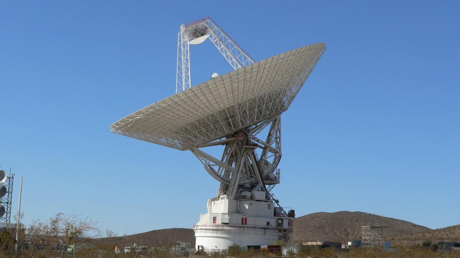 The giant, 70-meter-wide antenna at NASA's Deep Space Network complex in Goldstone, Calif., tracks a spacecraft on Nov. 17, 2009.