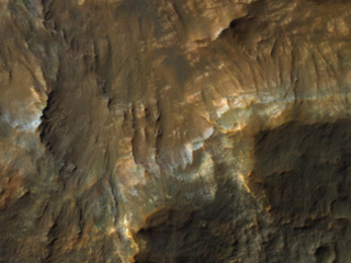 Colorful Layers in Ariadnes Colles