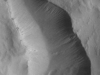 Maunder Crater Gullies