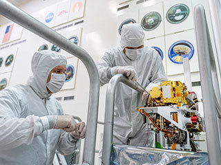 Installing SuperCam on the Mars 2020 Rover