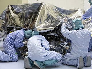 Mars 2020 Rover Unbagging in PHSF