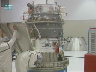 Preparations of the 2001 Mars Odyssey at Kennedy Space Center